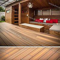 Деревянная терраса с навесом примыкающая к дому многоуровневого типа