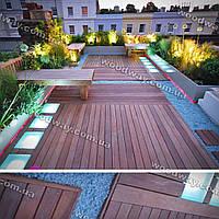 Деревянная терраса на крыше с озеленением и зоной отдыха