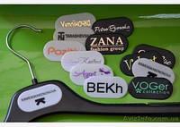 Брендирование вешалок, нанесение логотипа  на тремпеля ТМ Вишак