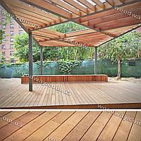 Летняя терраса из деревянного настила с перголой в виде навеса от солнца