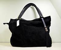Большая черная замшевая сумка через плечо.