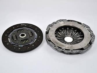 Комплект сцепления для одномассового маховика на Renault Trafic II 03->2006 — Renault (Оригинал) - 7711497430