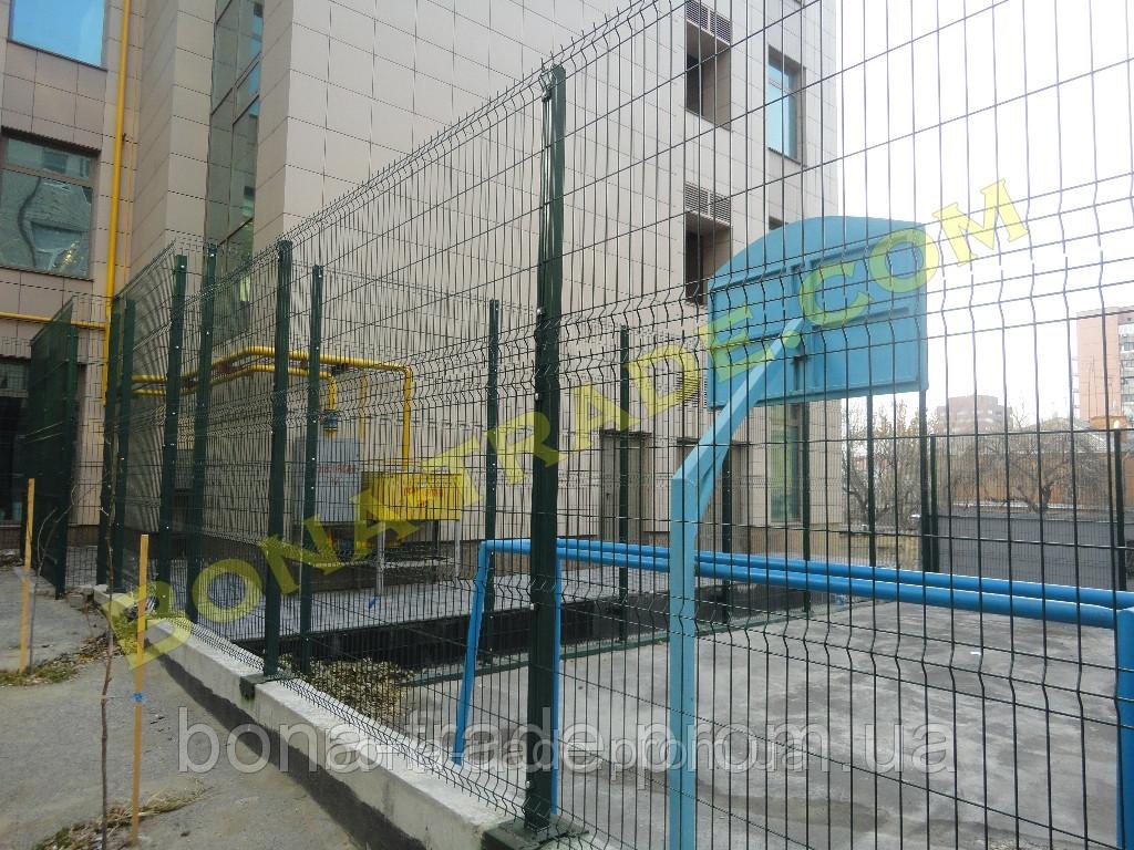 Прочная заборная сетка для спортивных площадок