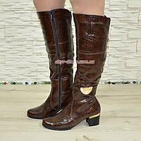 Женские кожаные зимние  сапоги на невысоком устойчивом каблуке, декорированы брошкой. 38 размер