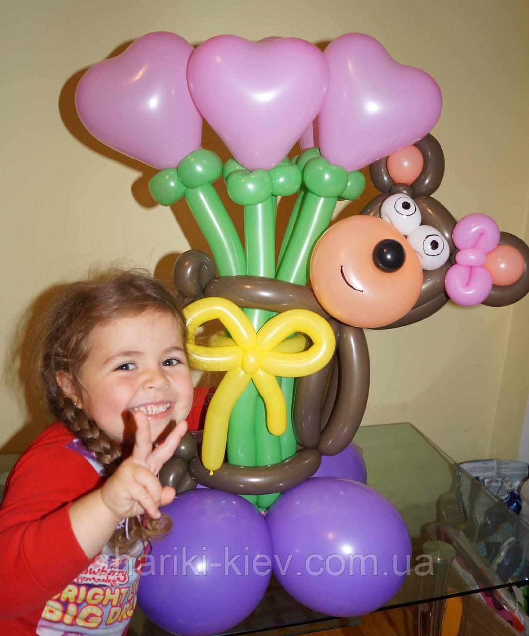 Букет сердца с обезьянкой из шариков