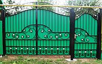 Ворота с калиткой с коваными элементами