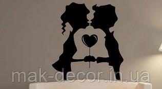 Вінілова інтер'єрна наклейка - Любов-сердечко (ціна за розмір 65х60 см)