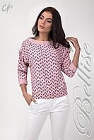 Красивая женская блуза украшена бантом, розового цвета