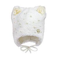 Нежная зимняя шапочка с ушками белого цвета