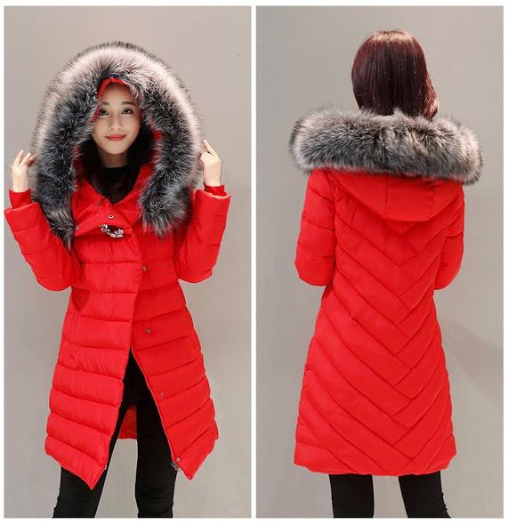 Женская куртка пуховик. Пуховик с стильной брошью. Красная 27fd6e3b67194