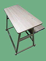 Стол с отверстиями и направляющими для бобин