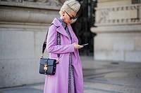 Streetstyle: 30 цветных пальто для нескучной осени