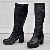 Женские зимние сапоги из кожи на каблуке чёрного цвета