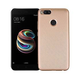 Чехол накладка для Xiaomi Mi A1 / Xiaomi Mi 5X силиконовый, Carbon Fiber Texture, золотистый