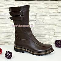 Зимние кожаные женские ботинки коричневого цвета.