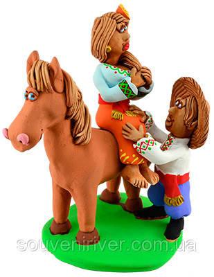 """Статуэтка """"Прогулка на лошади"""""""