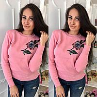 Стильный женский свитер трикотажный с нашивкой цветок