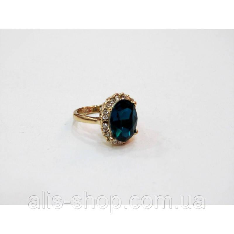 d8fc6c0549ab Эксклюзивное нарядное золотое кольцо с крупным темно синим камнем в  миниатюрных ...