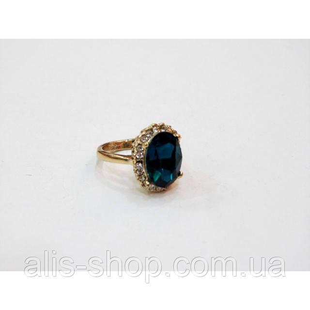 Эксклюзивное нарядное золотое кольцо с крупным темно синим камнем в миниатюрных стразах 16 размер