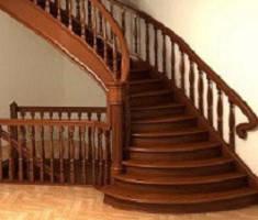 Деревянные лестницы и комплектующие к ним