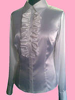 Женская блузка с рюшей белого цвета