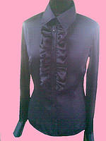 Атласная женская блузка с рюшей темно синего цвета