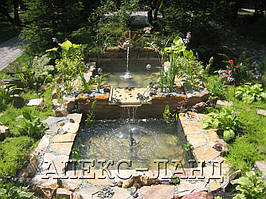 Декоративный садовый фонтан - пруд.