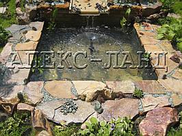 Декоративный водоем с фонтаном.