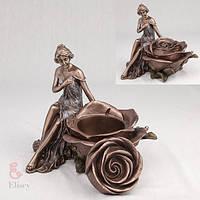 """Шкатулка """"Девушка и роза"""" (15 см)"""