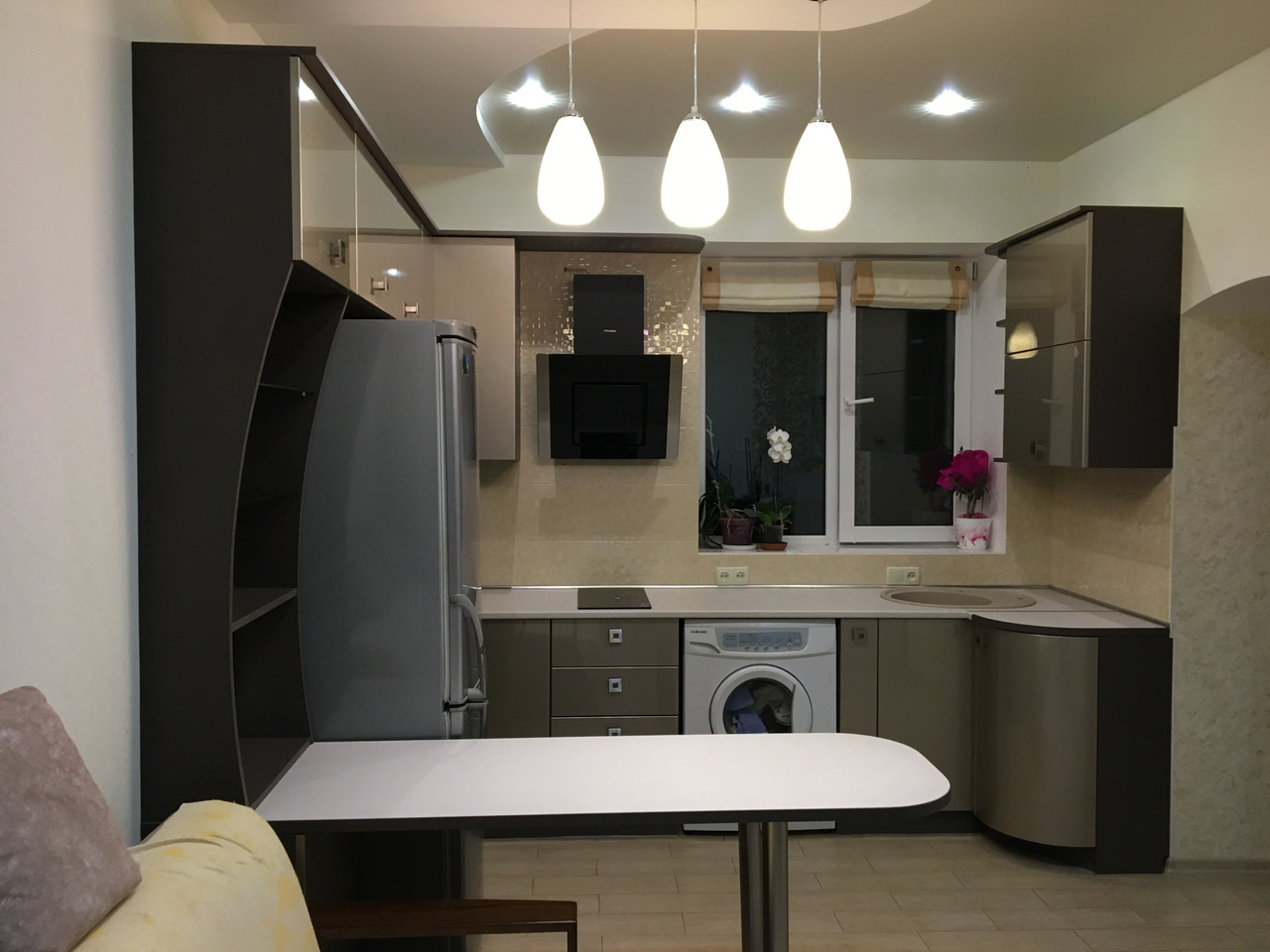 Кухня с глянцевыми крашеными фасадами МДФ