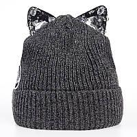 Модная женская трикотажная шапка с ушками серого цвета
