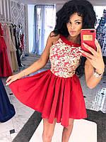 Платье спина капелька, юбка-клеш, украшено гипюром.