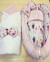 "Кокон гнездышко Babynest ""Розовые точки на розовом + перышки на белом"""