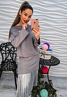 Красивый женский костюм юбка и кофта с брошью