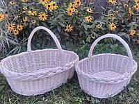 Плетеная корзина из лозы белого цвета