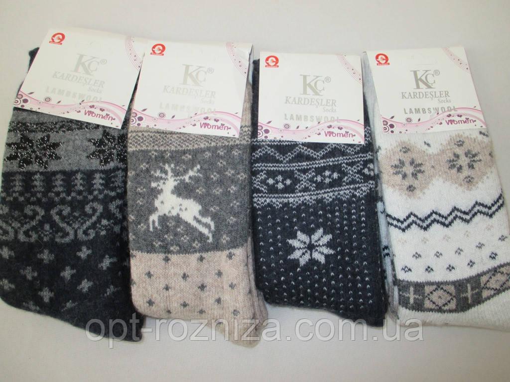 Женские махровые носки из шерсти.