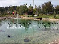 Плавательный пруд на даче. садовый Пруд выполнен из прудовой пленки ПВХ торговой марки «Heisner».