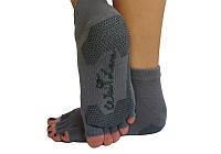 Серые носки для занятий йогой