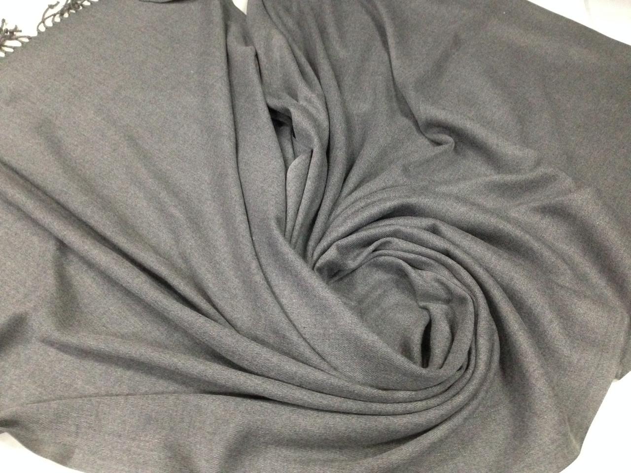 Палантин  однотонный серого цвета