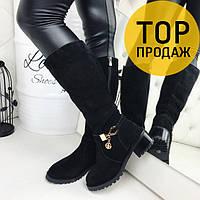 Женские сапоги на низком каблуке, черного цвета / высокие сапоги женские замшевые, с браслетом, удобные,модные