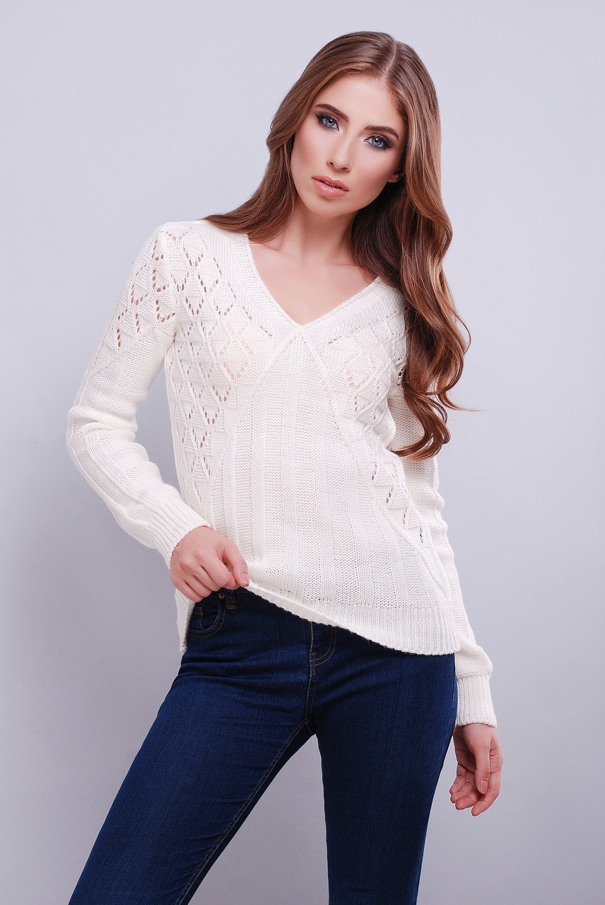 молодёжный вязаный свитер с узором прямого кроя с V образным вырезом