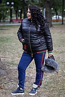 Короткая женская куртка в больших размерах с капюшоном и меховой опушкой 1015246, фото 1