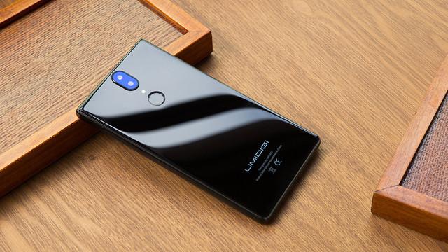 Дизайн корпуса смартфона UMIDIGI Crystal