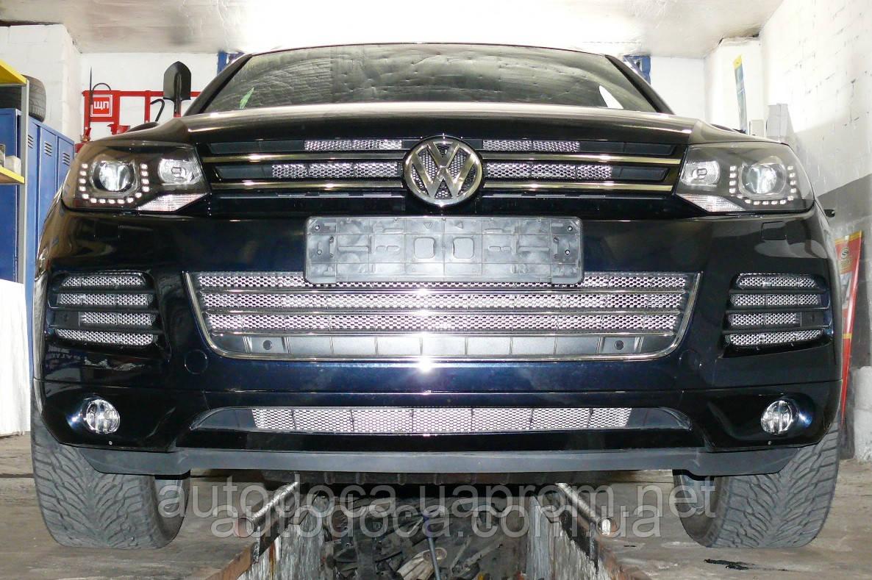 Декоративно-защитная сетка радиатора Volkswagen Touareg фальшрадиаторная решетка, бампер