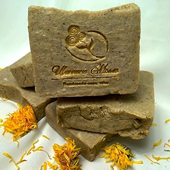 Мыло -скраб ручной работы для ног с экстрактом полыни и дубовых листьев.