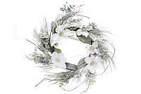 Новогодний венок с декором из белых цветов, 60см