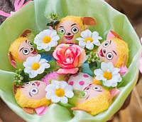 Букет из забавных пчёлок и цветов