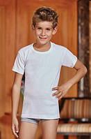 Белая футболка для мальчика.