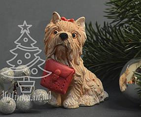 Cувенир керамический Собачка Йорк с сумочкой 1746