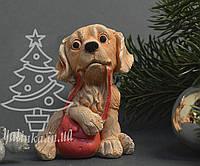 Cувенир керамический Собачка Спаниель с сумочкой 1745